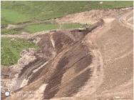 Abraumhalde in den Drongkhog-Bergen (Foto: Chinesisches Ministerium für Ökologie und Umwelt)